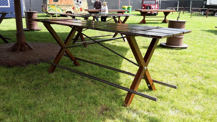 http://heavydecor.nl/event/images/Heavytafel6meter/2016-06-15-16.40.56.jpg