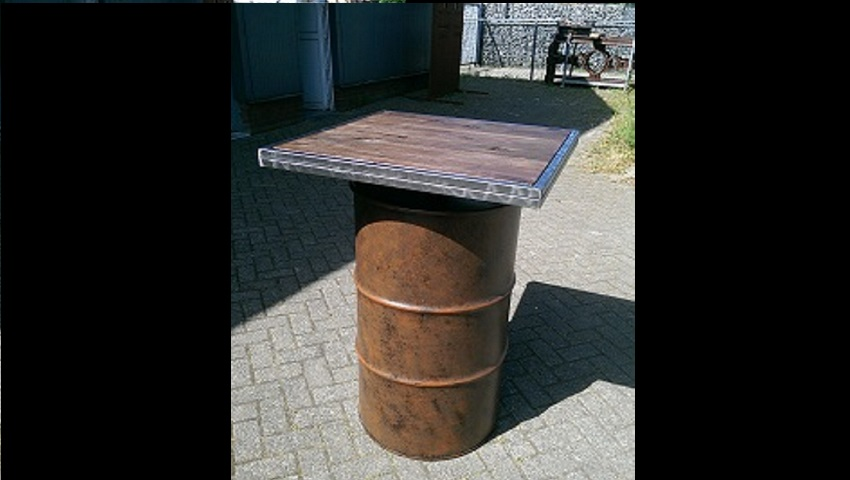 http://heavydecor.nl/event/images/Statafel-Oil-drum/1.jpg