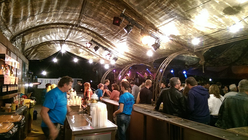 http://heavydecor.nl/event/images/heavycafebus/IMAG0170.jpg