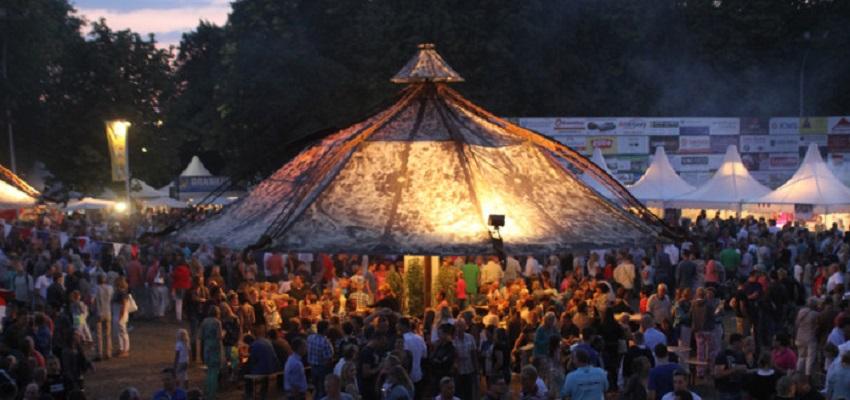 http://heavydecor.nl/event/images/parasols/parasol10.jpg